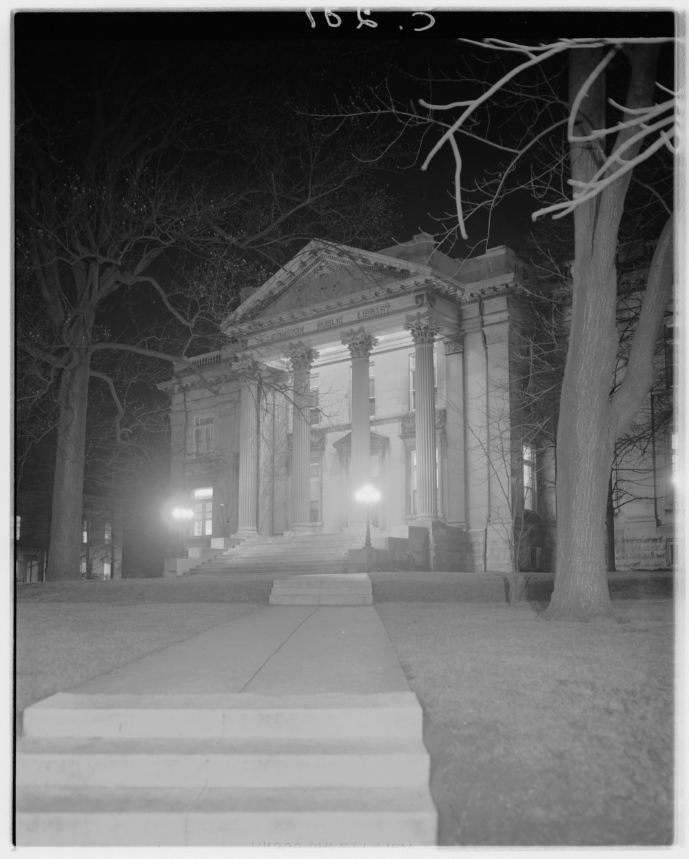 Night picture of Lexington Public Library.